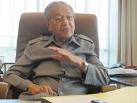 Mahathir Mohamad saat diwawancarai Albalad.co
